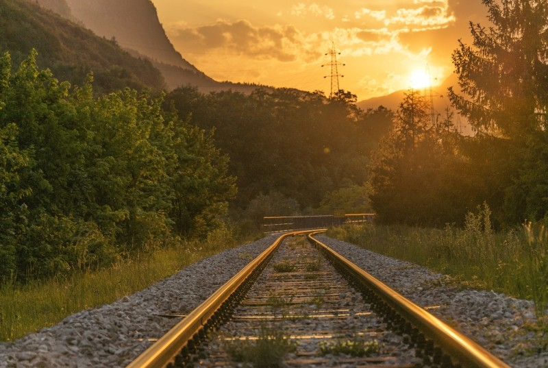 5 tips for keeping software development outsourcing on track